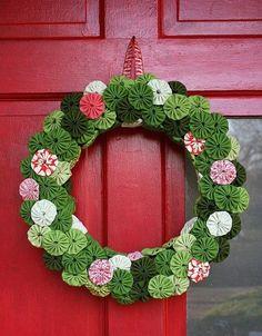 [A camellia wreath!] guirlanda de fuxico