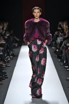 Carolina Herrera // Fall 2013 Amethyst fox coat and black multi color dahlia print silk pants Carolina Herrera, Chalet Chic, Fox Coat, Silk Pants, 2016 Trends, Color Trends, My Wardrobe, Ideias Fashion, Floral