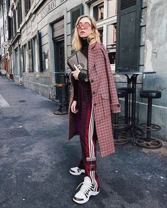 Fashion week street style 2018 coat 41 ideas for 2019 Sporty Outfits, Sporty Style, Mode Outfits, Fashion Outfits, Outfits 2018 Street Styles, Ootd Fashion, Stylish Outfits, Fashion Lookbook, Street Style 2018