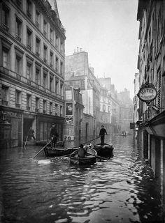 Roger-Viollet. Rue de Seine, Paris 1910