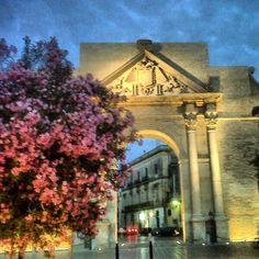 Porta Napoli - Lecce - e' una delle tre porte della citta', edificata in onore di Carlo V e probabilmente progettata dall'architetto Gian Giacomo d'Acaya. foto Fabio Caccetta