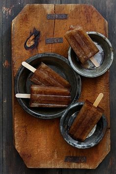 Dirty Pirate popsicles (Coke, Captain Morgan spiced rum, and Kahlua) #Coke #rum #Kahlua #popsicles glaces à l'eau