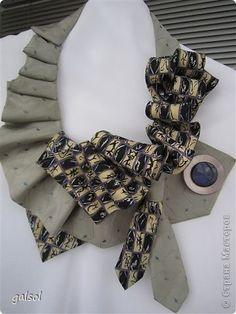 Классический атрибут мужского гардероба - галстук - может занять достойное место в женской... шкатулке.  Оригинальный аксессуар  для любого повода. Получаю удовольствие от процесса создания украшений для прекрасной половины человечества. Приятного просмотра и конечно вдохновения !........ фото 5 Scarf Jewelry, Fabric Jewelry, Old Ties, Diy Choker, Tie Crafts, Fabric Origami, Altered T Shirts, Women Ties, Cache Cou