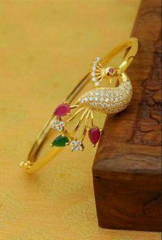 Plain Gold Bangles, Gold Bangles Design, Gold Jewellery Design, Gold Jewelry, Designer Bangles, Arm Bracelets, Gold Bangle Bracelet, Gold Ornaments Design, Peacock Jewelry