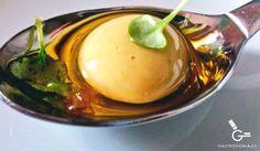 Olivas de anchoa esféricas con aceite de romero y naranja 1