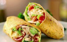 Wrap Met Kip En Caesar Dressing is een gemakkelijk te bereiden gerecht dat je prima kan eten als lunch. Je kan ze ook goed bewaren in de koelkast