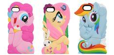Fundas para proteger el móvil con la forma de los personajes más queridos de la serie de animación Mi Pequeño Pony. Están disponibles en los modelos Fluttershy, Rainbow Dash y Pinkie Pie.