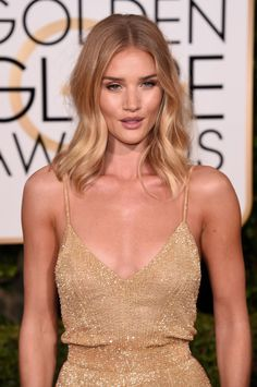 Fabulously Spotted: Rosie Huntington-Whiteley Wearing Atelier Versace – 2016 Golden Globes Awards