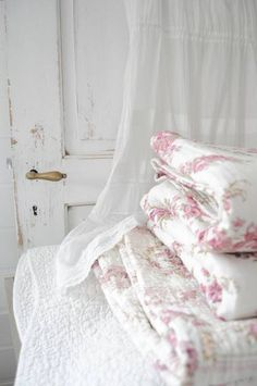 Fab bedding with chippy door