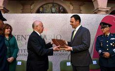Narro Robles entrega copia facsimilar de la Constitución Política a gobernador de Zacatecas - http://plenilunia.com/noticias-2/narro-robles-entrega-copia-facsimilar-de-la-constitucion-politica-a-gobernador-de-zacatecas/43971/