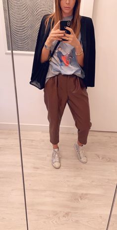 Street style ,outfit cuanna, colors,brands , streetstylemilan ,brown Harem Pants, Khaki Pants, Street Style, Brown, Colors, Casual, T Shirt, Outfits, Fashion