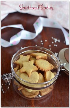 Shortbread Cookies Recipe - Easy Eggless Vanilla Cookies with just 5 ingredients just melts in your mouth. No eggs cookies recipes No Egg Cookie Recipe, Easy Shortbread Cookie Recipe, No Egg Cookies, Easy Cookie Recipes, Donut Recipes, Shortbread Cookies, Biscuit Recipe, Cookie Desserts, Snack Recipes