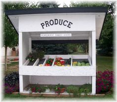 roadside produce stand in Cumberland County, PA. Fruit Stall, Farmers Market Display, Vegetable Stand, Produce Stand, Farm Gate, Farm Store, Farm Projects, Garden Stand, Market Garden