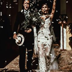 pics: tali__photography #Berta #vakkowedding #bridal Wedding Dress With Veil, Bohemian Wedding Dresses, Gorgeous Wedding Dress, Wedding Gowns, Wedding Day, Pageant Gowns, Gowns Online, Wedding Dress Shopping, Wedding Photo Inspiration