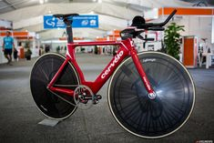 Cervelo is no longer sponsoring a WorldTour team but Jack Bobridge is here at the Tour Down Under racing with UniSA-Australia and this is the bike he'll be riding on January 31 to attempt the world hour record.