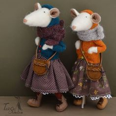 Loving these felted wool mice, show real attitude and advanced fashion style! Fabric Animals, Felt Animals, Sock Crafts, Felt Crafts, Needle Felted Animals, Needle Felting, Maus Illustration, Felt Mouse, Fabric Toys