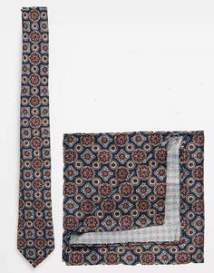 """Krawatte und Einstecktuch im Set von ASOS texturiertes Material spitz zulaufende Krawatte passendes Einstecktuch Chemisch reinigen 100% Polyester Gebundene Länge: 143 cm/56 Zoll Einstecktuch: 29cm/11"""" x 29cm/11"""""""