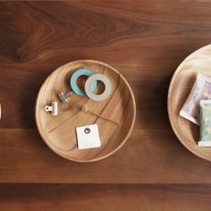 Ratio Table is a minimalist design created by Taiwan-based designer KIMU. Ratio tray can help you to divide your things, foods and sweets in a graceful way. By turning the brass axis, you can change the proportion of the tray. Start to organize your table in the mathematic way. The design is constructed of wood and brass. (2)