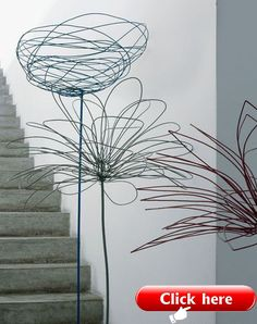 It actually inspired me to do my own wire flowers at home :) VT Méchant Design: Antonino's house in Milano Wire Art Sculpture, Wire Sculptures, Abstract Sculpture, Bronze Sculpture, Garden Sculpture, Sculptures Sur Fil, Wire Flowers, Flowers Garden, Metal Garden Art