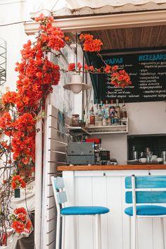 Parga Food Guide - Hier wil je eten in Parga Greece Vacation, Greece Travel, Greece Culture, Greece Food, Greece Fashion, Greece Holiday, Tapas Bar, Beach Bars
