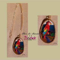 Beatiful Ara Macaw with a natural background view on a golden aluminium necklace  Bella Guacamaya con paisaje natural de fondo montada en collar de aluminio dorado Cod. FM033 Precio/Price:  fmcbdesigns@hotmail.com y boehmemoda@gmail.com  Síguenos en @fmcbdesigns @boehmemoda  #collar #necklace #fmcbdesigns  #boehmemoda  #quilling  #bisuteria  #jewelry  #caracas  #venezuela  #hechoamano  #handmade