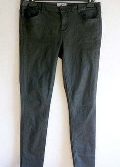 À vendre sur #vintedfrance ! http://www.vinted.fr/mode-femmes/pantalons-skinny/25091082-neuf-pantalon-jean-slim-skinny-enduit-noir-rock-miss-selfridge-44
