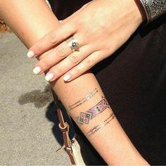 Suggestion au top de @marinefaivre ✌ #tattoos Aiyana Les chutes ont été utilisées judicieusement, elles apportent un rendu très harmonieux et délicat. www.ethnikk.com #tattoo #creationsuniques #tatouagetemporaire #ootd #love #girl #mode #fashion #frenchtatts #flashtatt #goldtatoo #silvertattoo #bijou #jewelry #igers #tendance #beauty #shop #boho