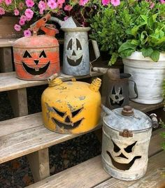 Pumpkin gas cans. how to use gas cans during halloween. Pumpkin gas cans. how to use gas cans during halloween. Source by trendytree Retro Halloween, Theme Halloween, Halloween Home Decor, Diy Halloween Decorations, Holidays Halloween, Halloween Pumpkins, Happy Halloween, Diy Decoration, Halloween Stuff