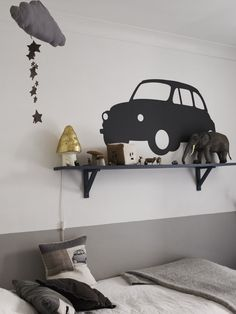 kid room grey, black white, but it's more the kind of decoration of the wall that interests me. I prefer dark blue and cream for a boy's room. Grey Boys Rooms, Room Deco, Kid Spaces, Room Colors, Kids Decor, Boy Room, Room Interior, Kids Bedroom, Wall Decor