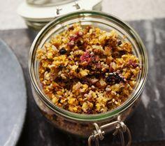 Katrine Stenhjem – Hjemmelaget granola (lavkarbo) Lchf, Keto, Granola, Low Carb Recipes, Nom Nom, Food And Drink, Snacks, Meals, Baking