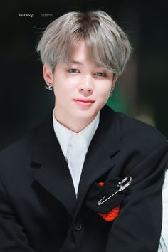 Okay I'm pretty sure this is from a few days ago at the 2019 MMAs but he looks about 12 Jimin Jungkook, Suga Rap, Bts Taehyung, Park Ji Min, Foto Bts, Beatles, Jimi Bts, Jimin Pictures, Park Jimin Cute
