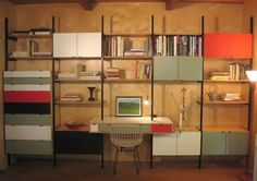The advantages to wall-mounted shelving systems are myriad. They can be engineered to fit any space, and unlike built-ins, they can be disassembled and rei Mid Century Wall Unit, Mid Century House, Shelving Solutions, Shelving Systems, Modular Shelving, Modern Shelving, Wall Mounted Shelves, Storage Shelves, Book Storage