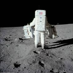 Nasa Edwin 'Buzz' Aldrin carries experiments for deployment on the lunar surface. July (Source: NASA) - Edwin 'Buzz' Aldrin carries experiments for deployment on the lunar surface. Apollo Moon Missions, Apollo 11 Mission, Nasa Missions, 1st Moon Landing, Apollo 11 Moon Landing, Hasselblad 500cm, Cosmos, Apollo Space Program, Nasa Photos