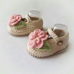 Zapatos De Bebe Tejidos A Crochet Dos Ag - Diy Crafts - maallure Crochet Baby Sandals, Baby Shoes Pattern, Knit Baby Booties, Booties Crochet, Baby Girl Crochet, Crochet Baby Clothes, Crochet Baby Shoes, Crochet Slippers, Love Crochet