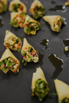 Tartare végé de concombre, feta, basilic et huile de piment.  Veggie tartar with cucumber, feta, basil and pepper oil.
