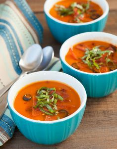 Four Pizza Ideas: Crust Free, Nut Free, Gluten Free, Guilt Free. Specifically this one is pizza soup. Primal Recipes, Real Food Recipes, Soup Recipes, Diet Recipes, Cooking Recipes, Healthy Recipes, Paleo Meals, Healthy Dishes, Paleo Pizza