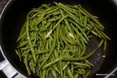 reteta fasole pastai la tigaie trase in unt si usturoi (2) Unt, Green Beans, Deserts, Good Food, Health Fitness, Vegetarian, Dishes, Vegetables, Cooking