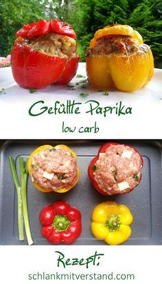 Gefüllte Paprika low carb Ganz einfach und schnell ist dieses leckere low carb Gericht zubereitet. Manchmal verwende ich statt dem milden Gouda auch würzigen Feta. Zutaten für 2 Personen: 4 Paprika (die grünen haben am wenigsten Kohlenhydrate) 500 g Bio – Hackfleisch vom Rind 1 Zwiebel 3 Eier 100 g Gouda im Stück 1/2 Bund Petersilie Salz, schwarzer Pfeffer, 1 EL * Sonnentor Provencekräuter #abnehmen #lowcarb #Kohlenhydrate #Food #Fitnessfood #Healthyfood #Rezept #deutsch