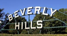 Beverly Hills is a city in Los Angeles, surrounded by Los Angeles and West Hollywood. It is one of the richest places in California, with great big houses and Beverly Hills Sign, Beverly Hills 90210, Los Angeles Neighborhoods, City Of Angels, California Love, Southern California, Exterior, Los Angeles Homes, World