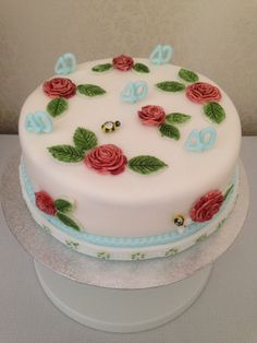 Emma bridgewater inspired rose and bee cake