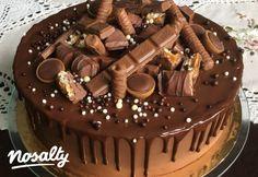 Flóra basic csokitortája | Nosalty Chocolate Drip Cake Birthday, Chocolate Oreo Cake, Sweets Recipes, Cake Recipes, Fondant Cupcakes, Birthday Cake Decorating, Drip Cakes, Nutella, Food And Drink