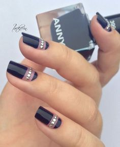 30 Black Nail Designs That Are Anything but Goth 30 schwarze Nageldesigns, die alles andere als Goth sind Diy Nails, Cute Nails, Pretty Nails, Fabulous Nails, Gorgeous Nails, Black Nail Designs, Nail Art Designs, Nails Design, Nagellack Design