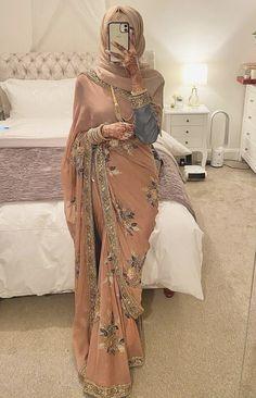 Pakistani Wedding Outfits, Pakistani Bridal Dresses, Pakistani Dress Design, Bridal Outfits, Stylish Dresses For Girls, Stylish Dress Designs, Saree With Hijab, Indian Fashion Dresses, Hijab Fashion