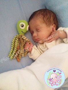 A Crochet Octopus is Helping Premature Babies Thrive this is totally worth the read. A Crochet Octopus is Helping Premature Babies Thrive this is totally worth the read. Preemie Crochet, Crochet Dolls, Crochet Baby, Octopus Crochet Pattern Free, Crochet Octopus, Preemie Octopus, Baby Octopus, Preemie Babies, Premature Baby