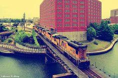 sd70m-locomotive-in-downtown-houston