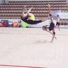 How To Become Flexible Like A Dancer Gymnastics Ideas Rhythmic Gymnastics Training, Gymnastics Tricks, Gymnastics Workout, Acrobatic Gymnastics, Flexibility Dance, Gymnastics Flexibility, Amazing Flexibility, Flexibility Training, Acro Danse