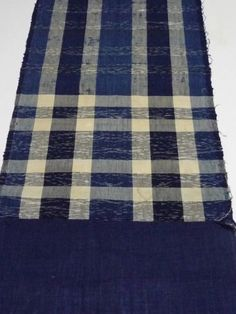 Zanshi textile (YATARA-JIMA) was woven from threads of other textiles(cotton and silk...), and into this one-of-a-kind textile.. Almost is cotton, and silk a little has mixed with it. The Zanshi textile has the Contingency beauty!!