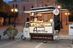 "Very Italian Street Food! ""Aperito Three wheeled of delicacies. Food Trucks, Kombi Trailer, Food Trailer, Coffee Carts, Coffee Truck, Mobile Restaurant, Mobile Food Cart, Italian Street Food, Small Coffee Shop"