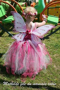 une fée , avec le tuto pour la jupe en tulle, la baguette et les ailes