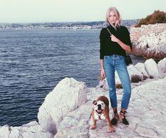 black turtleneck + vintage jeans + espadrille